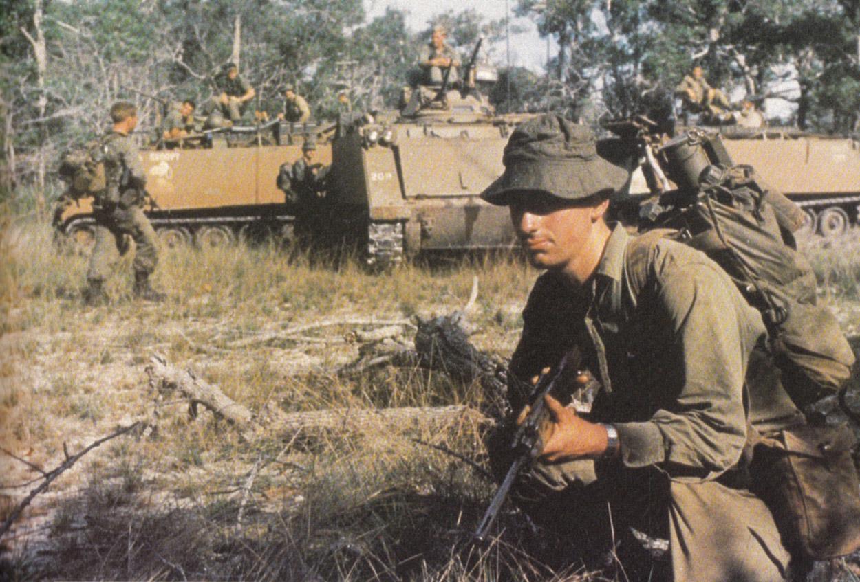 australian_infantry_with_apcs.jpg