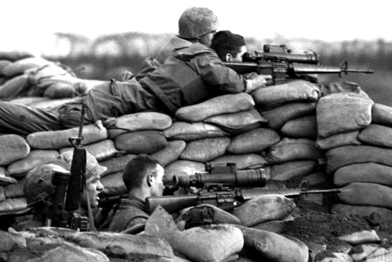 marines_w_m16s_w_starlite_scope.jpg