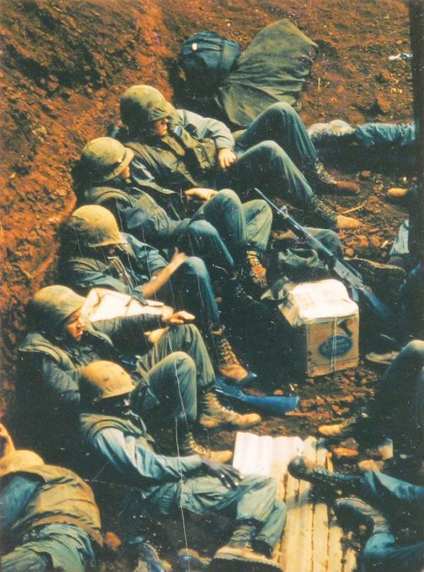 waiting_marines_khe_sanh.jpg