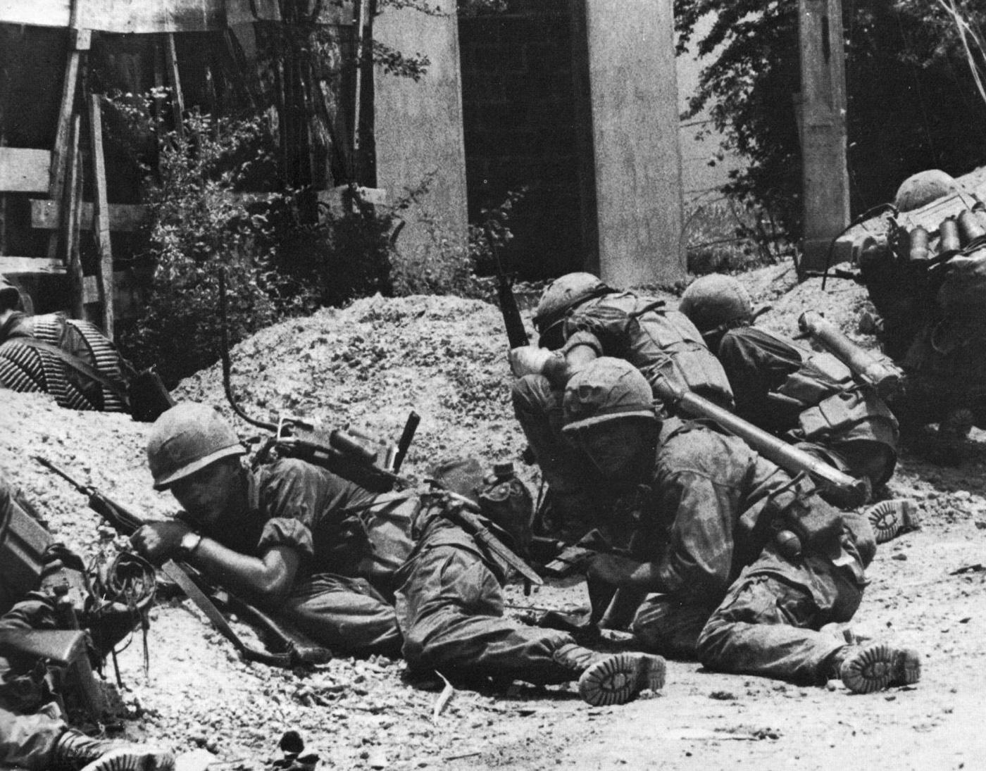 A 9. amerikai gyaloghadosztály katonái Cholonban