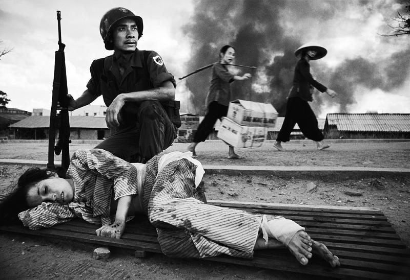 arvn_ranger_w_wounded_civilian_3.jpg