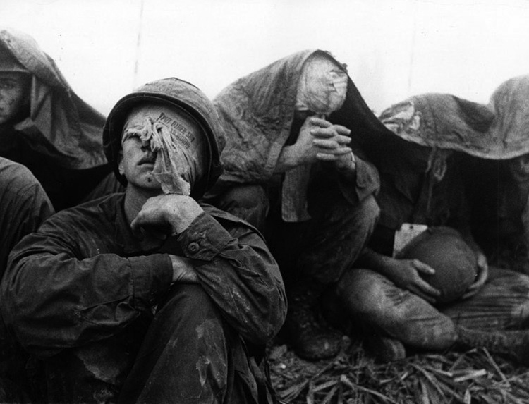 wounded_marines_awaiting_extraction_at_khe_sanh_after_the_siege.jpg