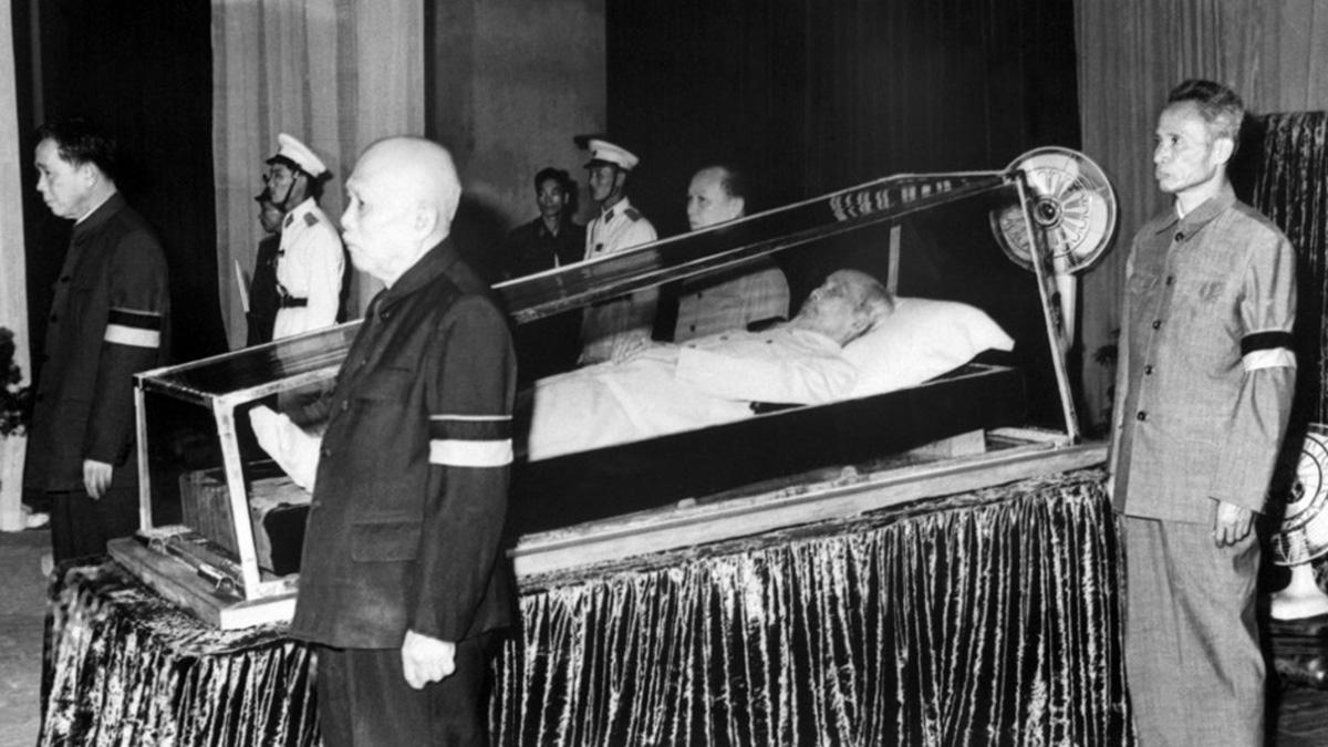 ho_chi_minh_funeral.jpg
