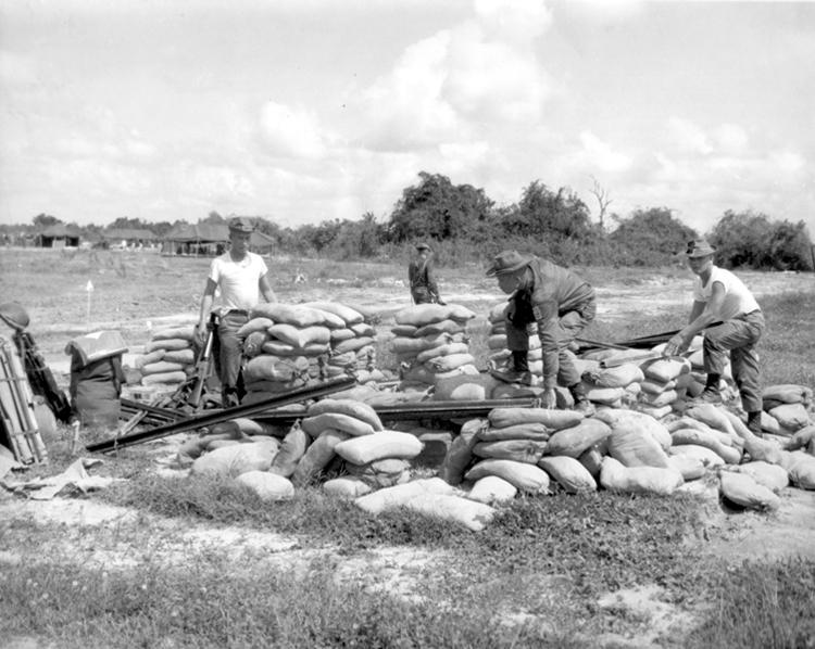 philippine_security_troops_rebuild_bunker.jpg