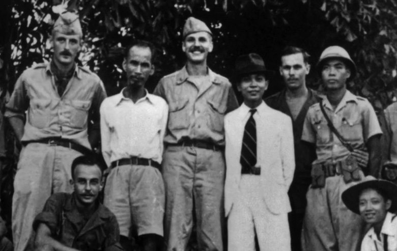 ho_chi_minh_with_oss_officers.jpg