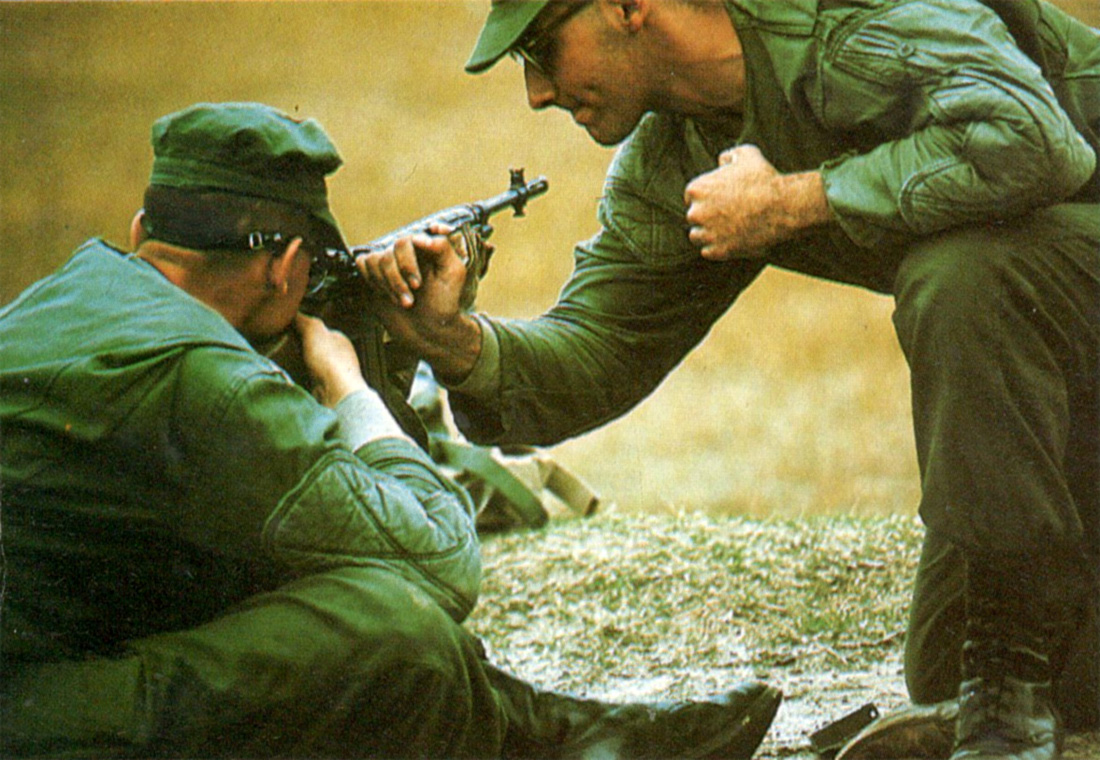 usmc_instructor_teaching_zeroing.jpg