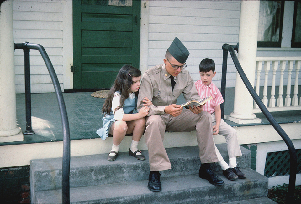 us_soldier_w_siblings_before_leaving_for_vietnam_1965.jpg