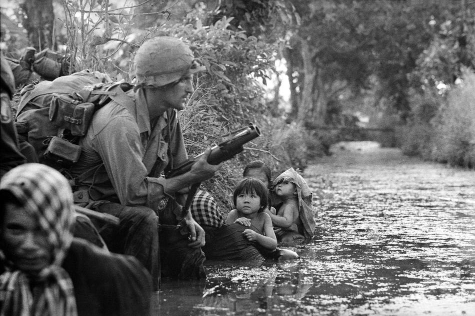 173-as ejtőernyős és civilek ellenséges orvlövész tűze alatt Bao Trai közelében, 1966 januárjában