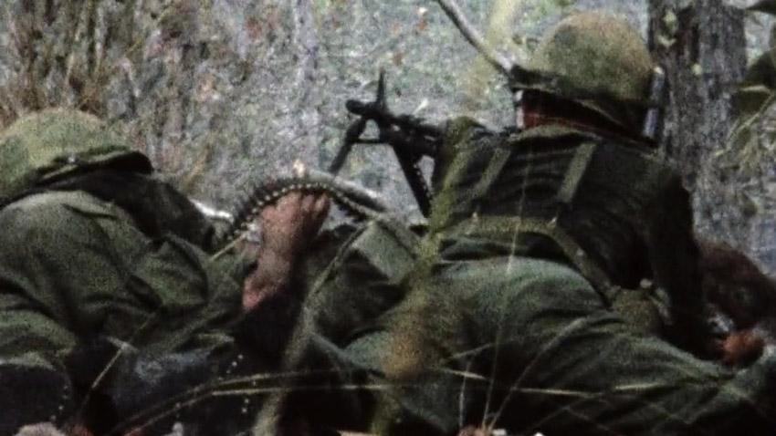 M-60-as géppuska működés közben