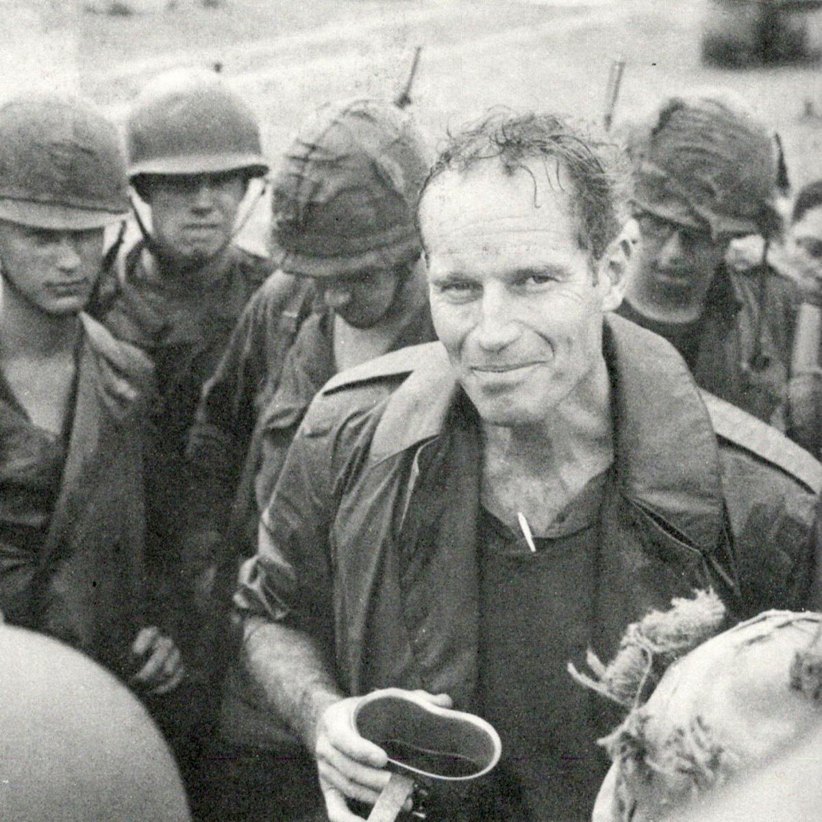 Charlton Heston tengerészgyalogosok körében