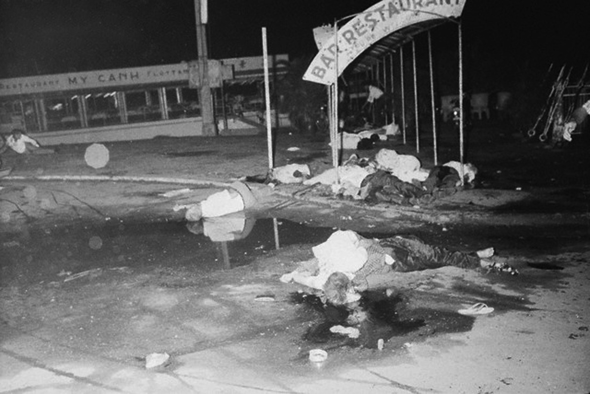 19650628_my_canh_floating_restaurant_bombing.jpg