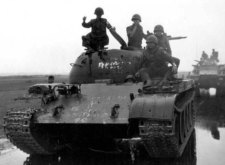 t54_captured_by_1st_inf_div_in_dong_ha_1972.jpg