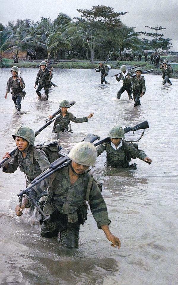 sv_marines_crossing_a_stream.jpg