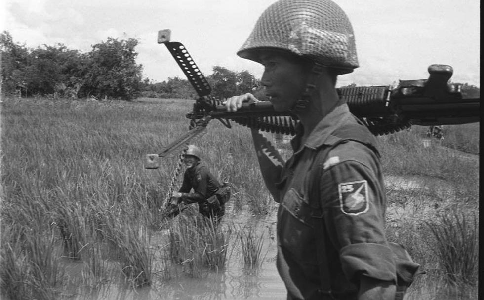 A 25. hadosztály géppuskása M-60-assal