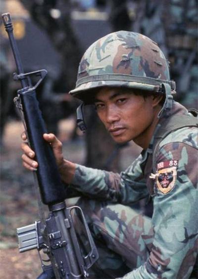 Ranger késői M-16-os gépkarabéllyal