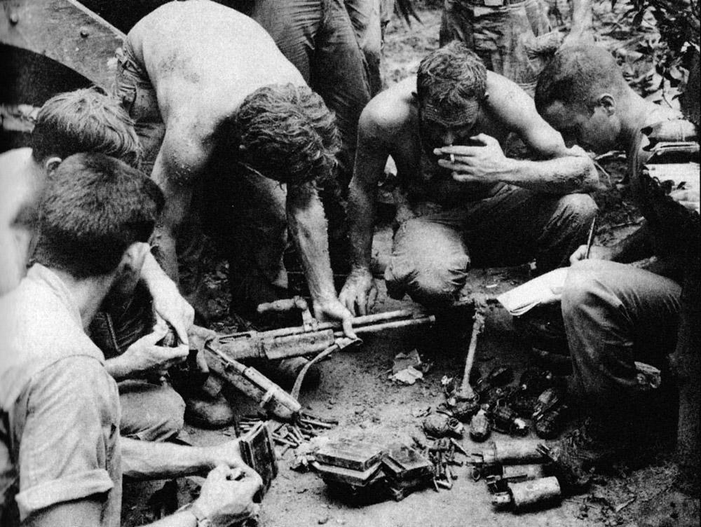 tunnel_rats_with_spoils_of_war_25th_inf.jpg
