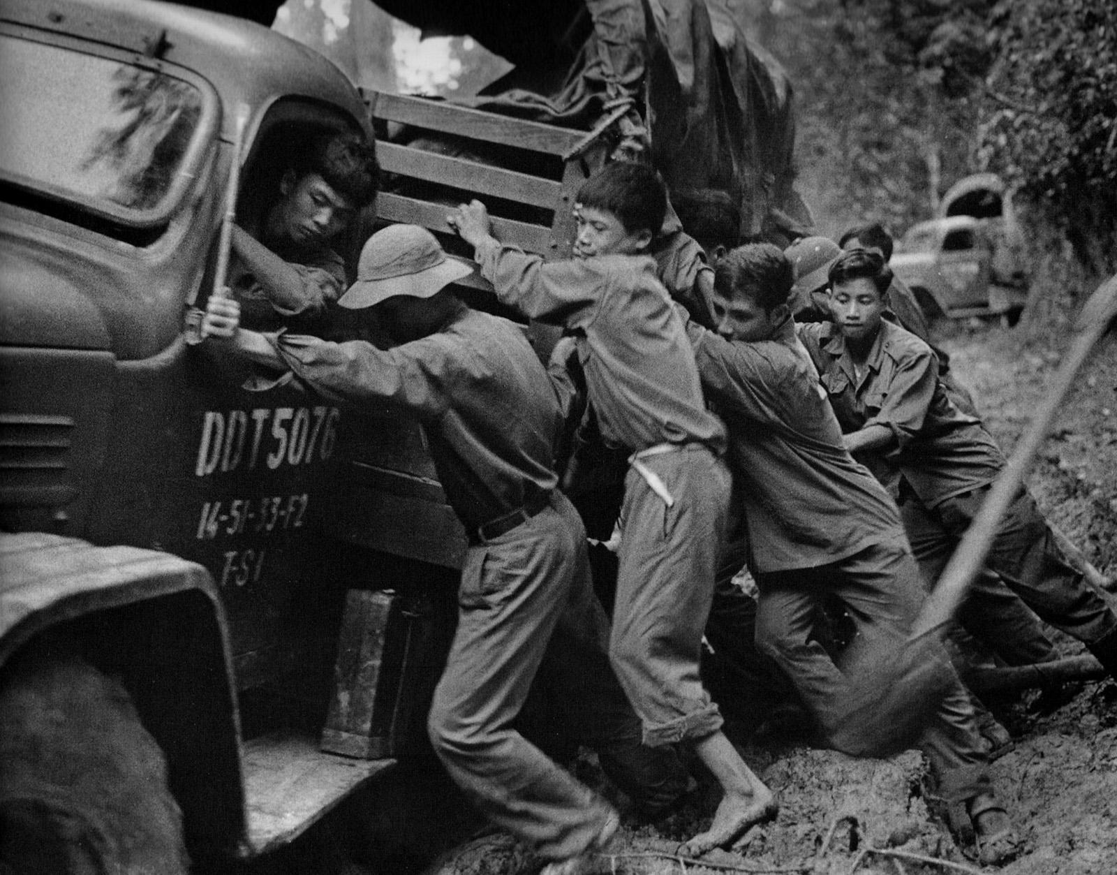 1974_truck_in_mud_hcm_trail.jpg