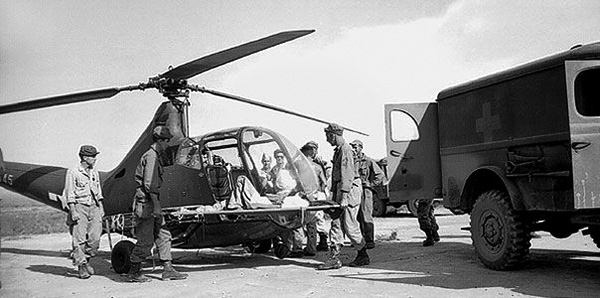 sikorsky_r-4_medevac_chopper_in_luzon.jpg