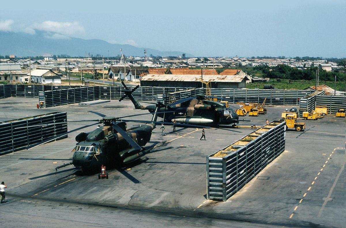 da_nang_airbase_marine_hh-53_choppers.jpg