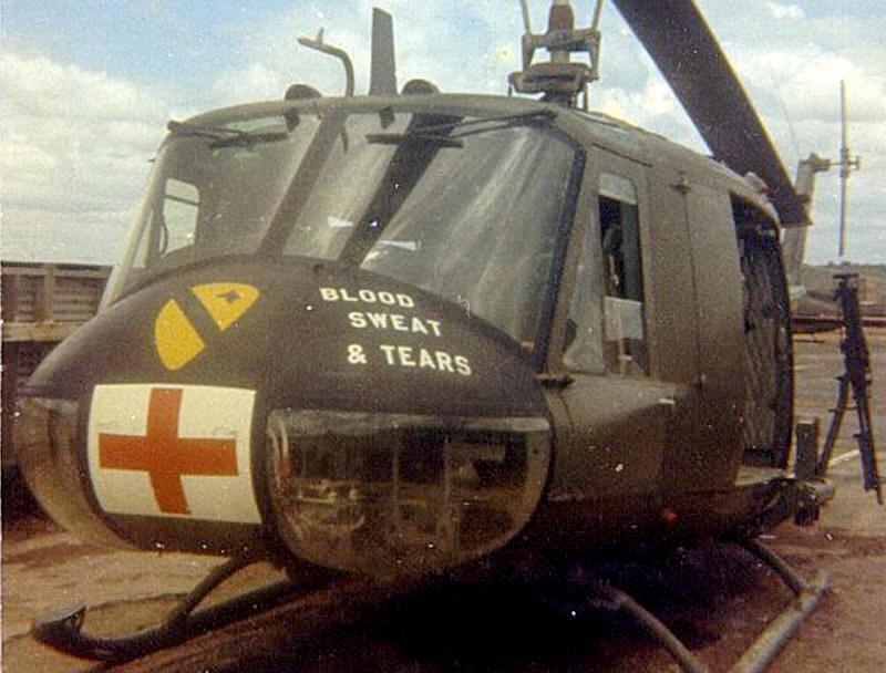 'Vér, veríték és könnyek' – ez is illik egy mentőhelikopterhez