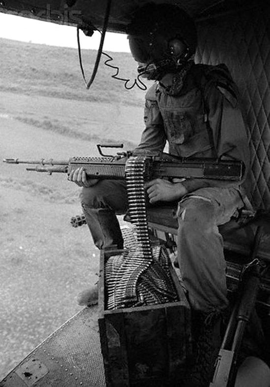 machinegunner_w_ammo_crate.jpg
