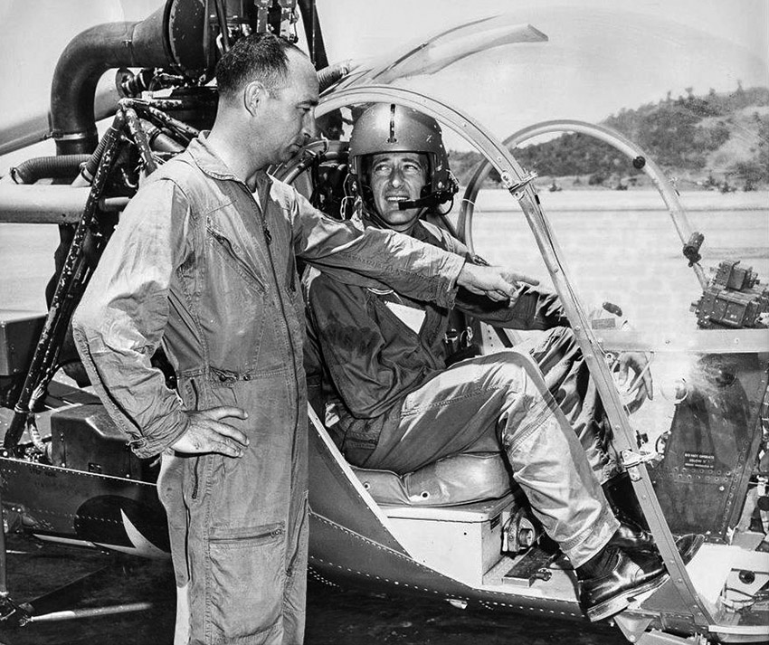 southern_airways_flight_instructor_explains_oh-23_1961.jpg