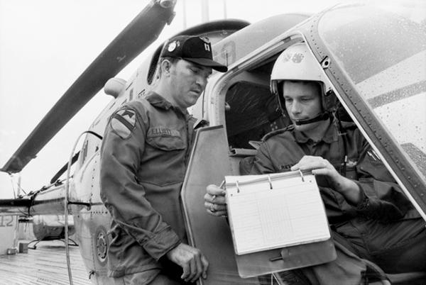 vung_tau_1971_american_instructor_w_aussie_pilot.jpg