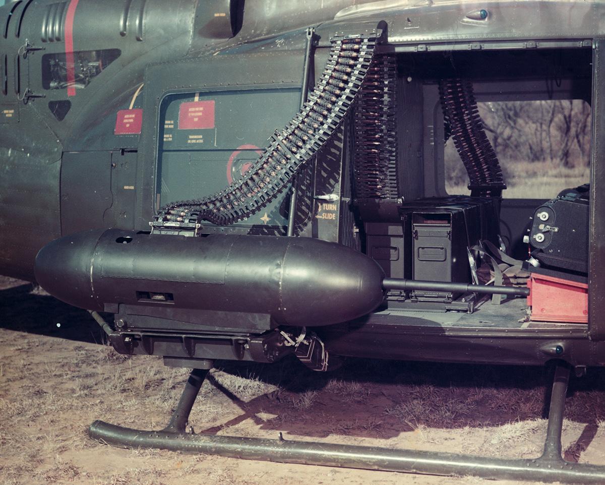 20 mm-es XM-31 gépágyú egy Huey oldalán