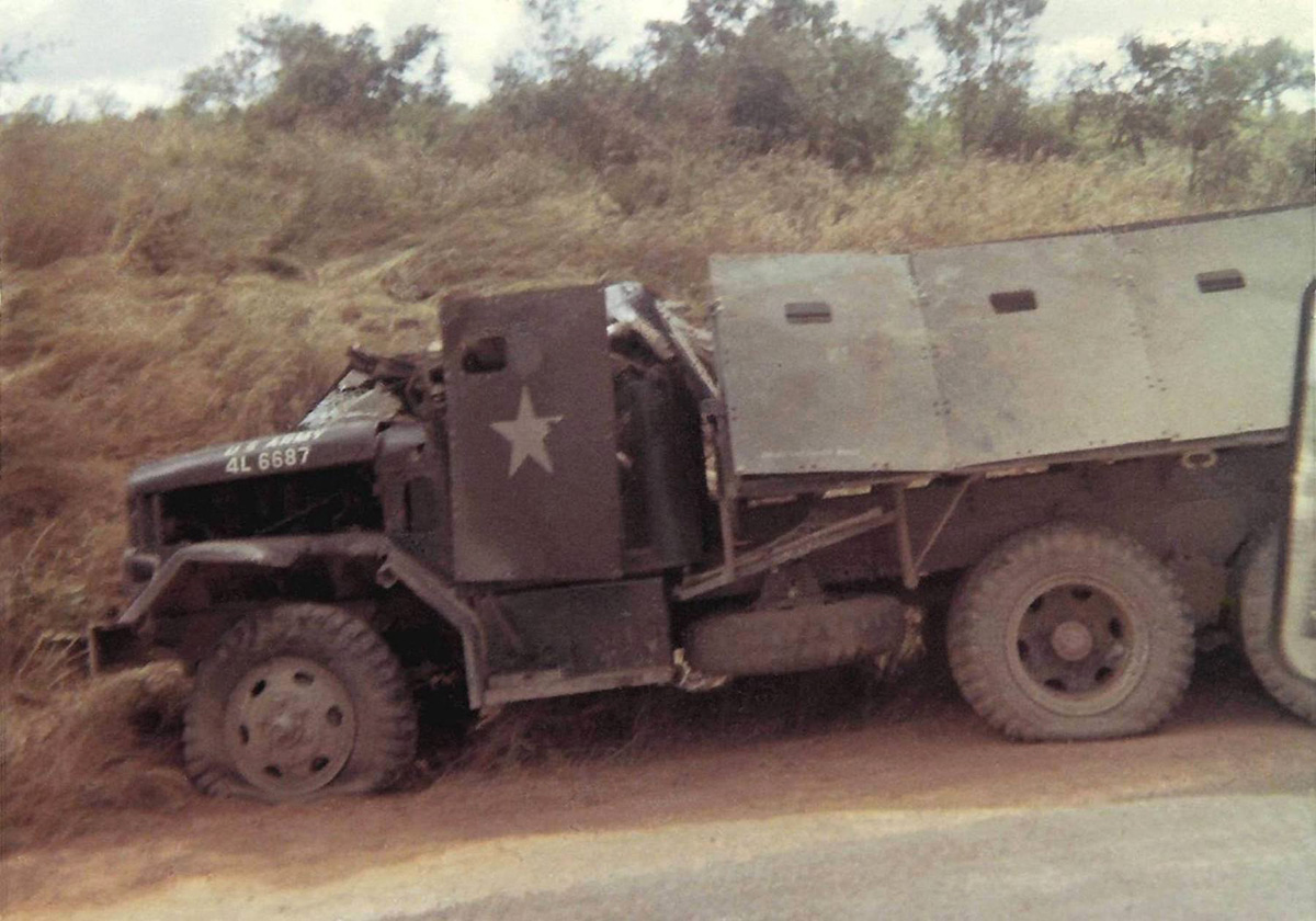 24_nov_1967_knocked_out_gun_truck.jpg