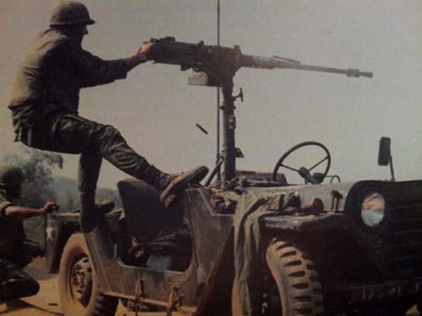 jeep_crew_firing_2.jpg