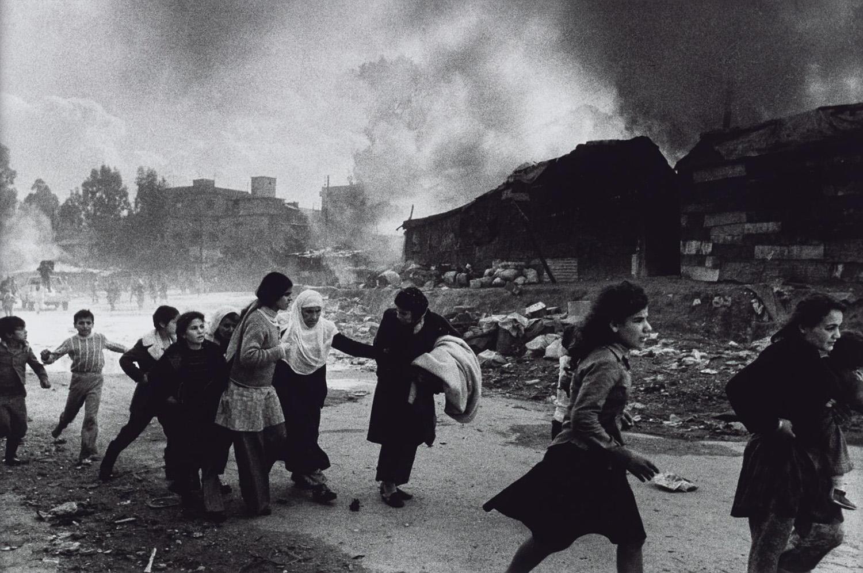 Palesztin lakosok menekülnek Kelet-Bejrútból (1976)