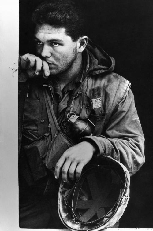 Kimerült amerikai tengerészgyalogos