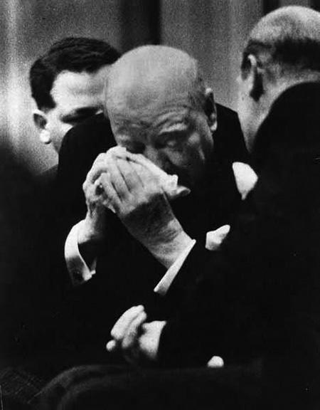 A mélyen megindult Sir Winston Churchill visszavonulása utáni első jelentős beszéde után, 1955-ben.