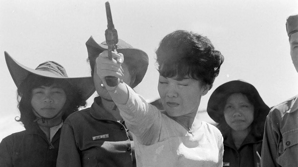 Madame Nhu célba lő