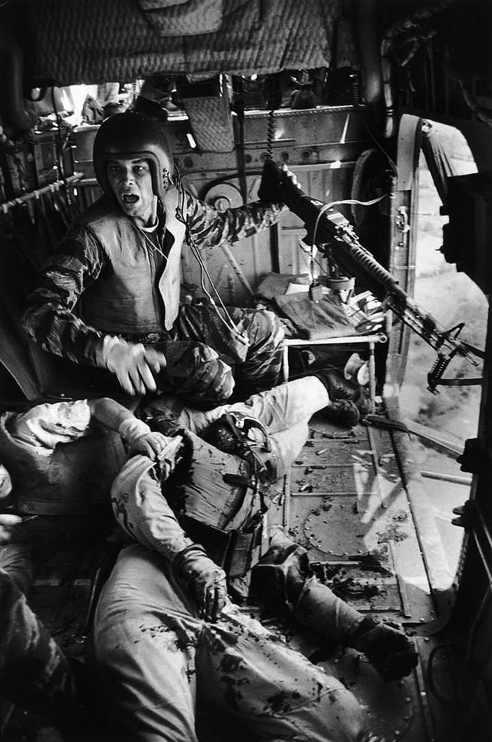 A Yankee Papa 13 már hazafelé tart, a fedélzeten súlyosan sebesült és halott bajtársakkal