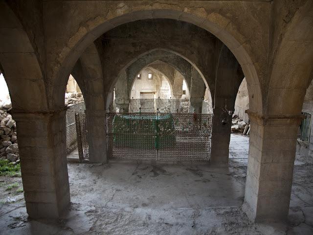 Náhum sírja: Iraki keresztények védelmezik az ősi történelmi emléket