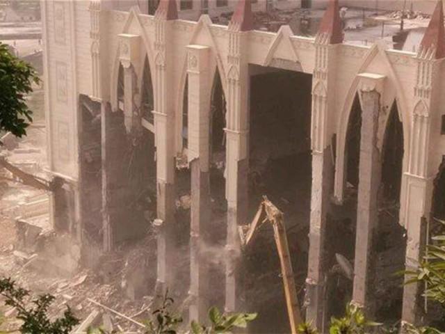 """""""Kelet Jeruzsáleme"""": Brutális templomrombolások, keresztdöntések"""