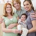 Három szülő gyermekei: zöld lámpa a dizájn bébik előtt