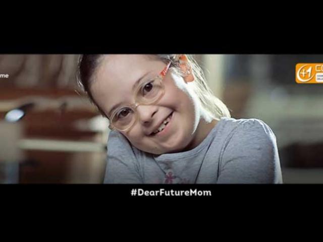 """""""Kedves Anya!"""": Letiltották a tévéből a mosolygós Down-gyerekeket (magyar feliratos videóval)"""