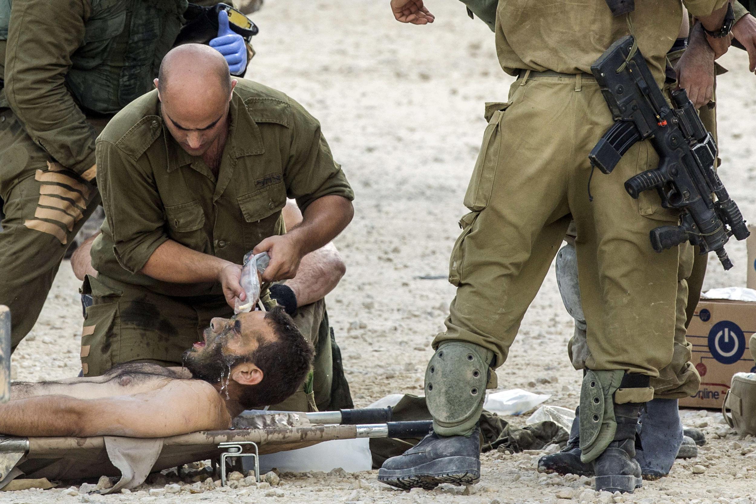140720-israel-soldier-injured-1020a_f7c68d9f367284a7b5909bc7ee595a91.jpg
