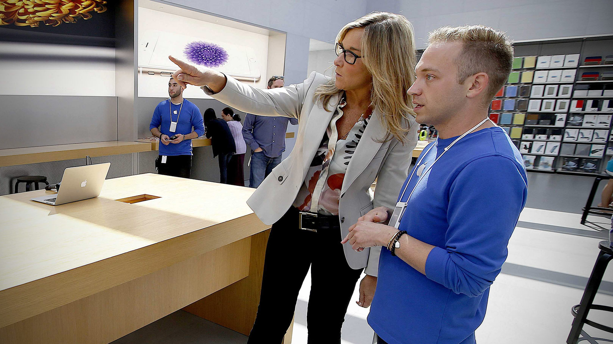 angela-ahrendts-apple-store-cover.jpg