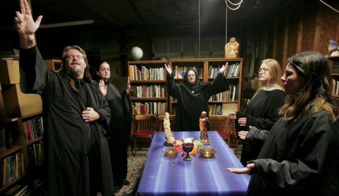 witch-pagan-magic-resist-trump-spell-ritual-bind-trump-facebook-670x388.jpg
