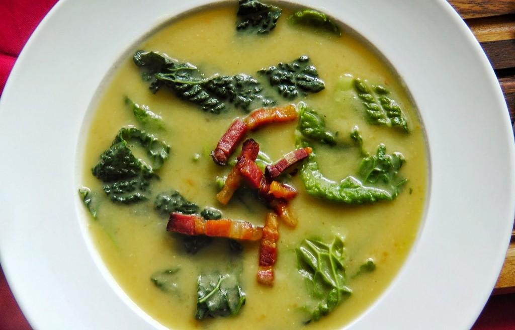 Kelkáposzta-burgonya leves ropogós szalonnacsíkokkal