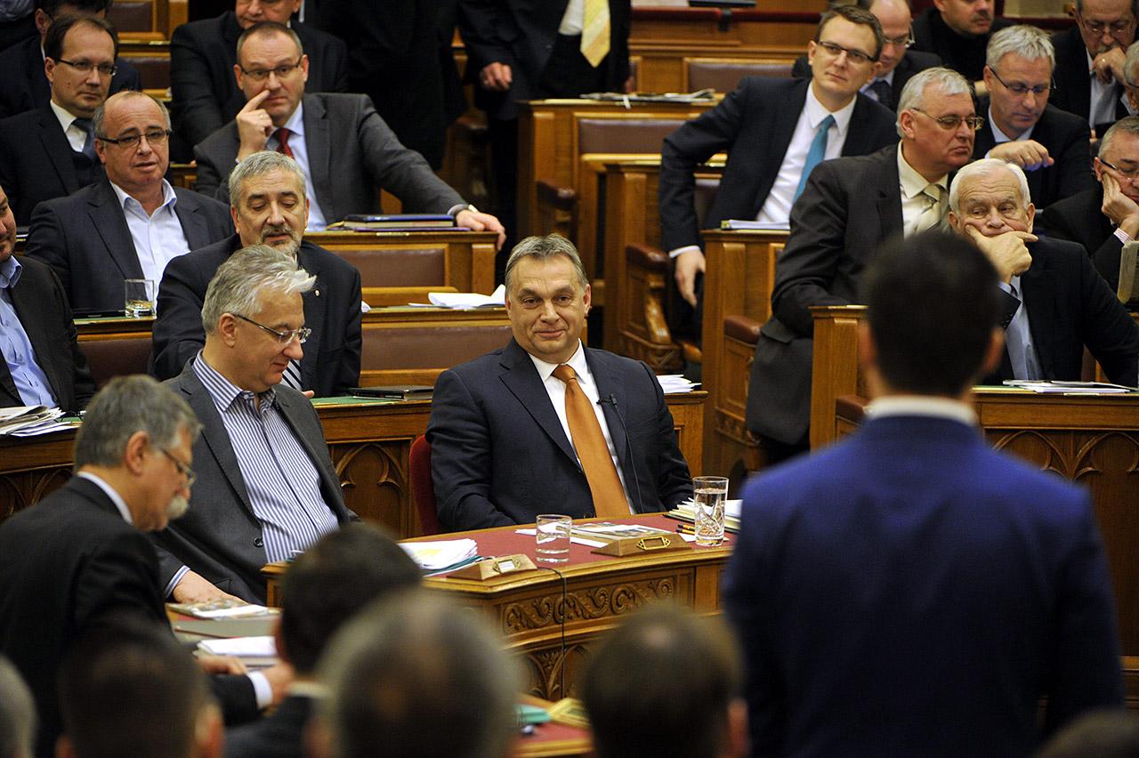 parlament-_24_hu.jpg