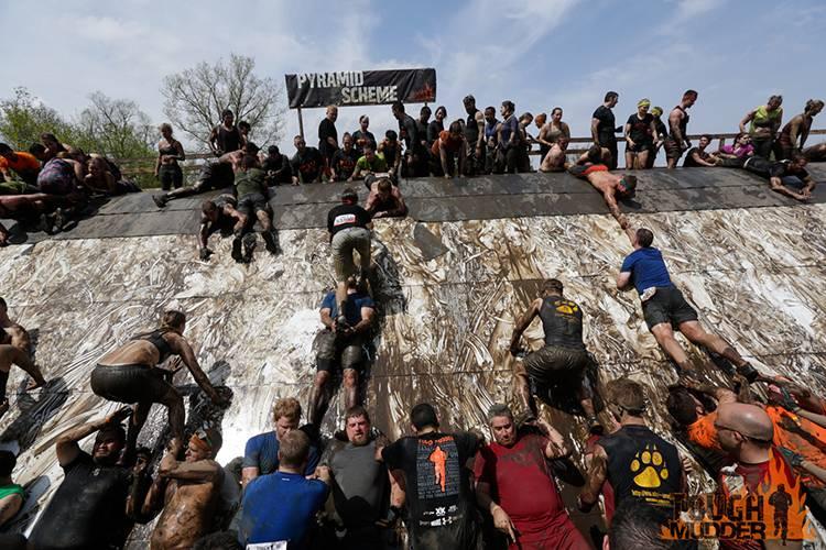 tough-mudder_pyramid-scheme_human-pyramid-climb_pull-ups_large-group-teamworkn.jpg
