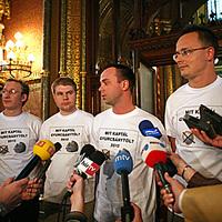 Parlamenti öltözködés