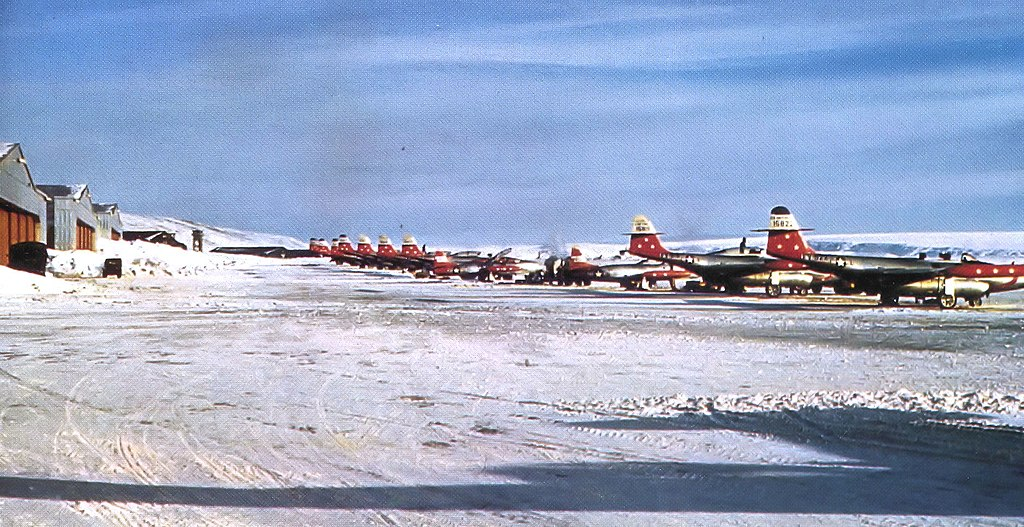1024px-74th_fighter-interceptor_squadron_f-89s_thule_1955.jpg
