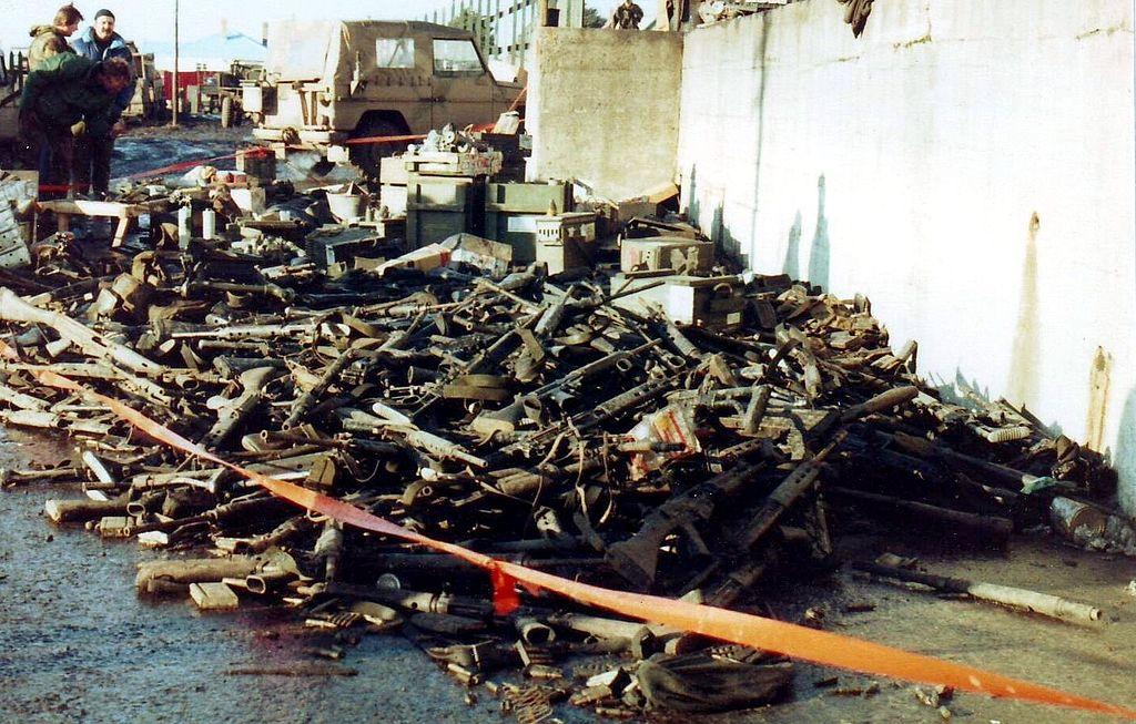 A megadás után - hadizsákmányként - rengeteg kézifegyver, jármű, repülőeszköz került a britekhez. (forrás: Wikipedia)