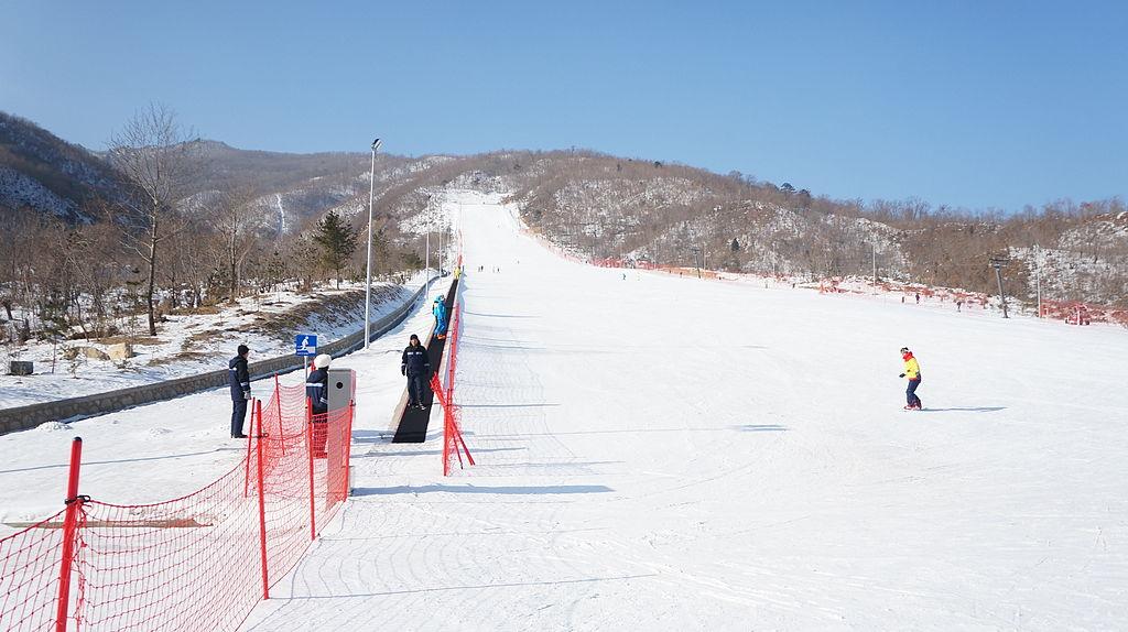 1024px-masik_pass_ski_resort_in_north_korea_11944156905.jpg