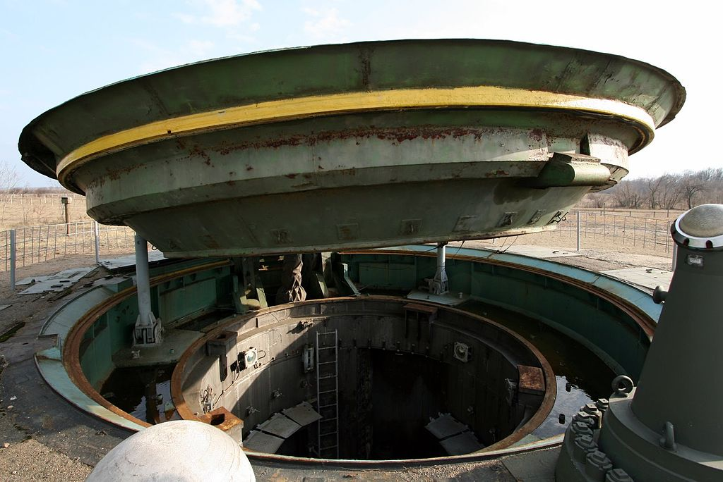 1024px-missile_silo_of_a_ss-24_missile_2.JPG